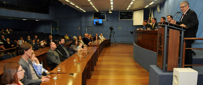 Criadores da Galinha Pintadinha recebem a Medalha Carlos Gomes